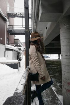 Oversize coat with matching hat. Beige is always so class. Handbag is also my favorite accessory ever.