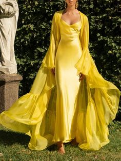 Drapiertes Seidenkleid von Rasario … Drapery silk dress from Rasario … draped silk sheath dress by Rasario # Elegant Dresses, Pretty Dresses, Formal Dresses, Wedding Dresses, Yellow Dress Wedding, Casual Dresses, Mode Chic, Mode Editorials, Yellow Fashion