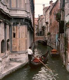 I know it smells, but I want to go anyway. venice_10.jpg (428×500): Venice