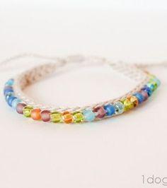 Crochet Beaded Friendship Bracelet | www.1dogwoof.com | #freepattern #gift #Christmas