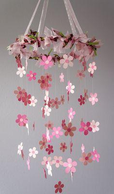 Pink Flower Mobile für Baby-Kindergarten von LoveBugLullabies ...  #flower #kindergarten #lovebuglullabies #mobile