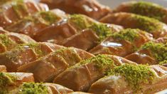 Looking for Antep-style pistachio baklava recipe. Enjoy Turkish cuisine and learn how to make Antep-style pistachio baklava. Pistachio Baklava Recipe, Sake Recipe, All Recipes Chili, Turkish Recipes, Ethnic Recipes, Lebanese Recipes, Middle Eastern Sweets, Turkish Baklava, Iced Tea Recipes