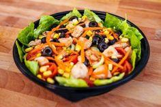 Salata Fitness (420g) Pizza Burgers, Kung Pao Chicken, Fruit Salad, Salads, Menu, Ethnic Recipes, Fitness, Food, Menu Board Design