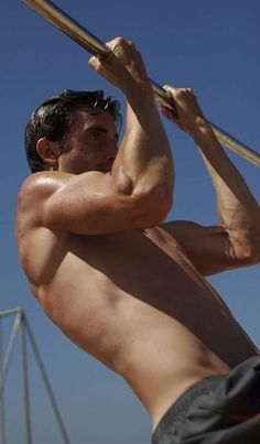 Brendan Brazier- Vegan athlete, chin ups