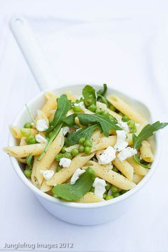 Goat's cheese, lemon and pea pasta