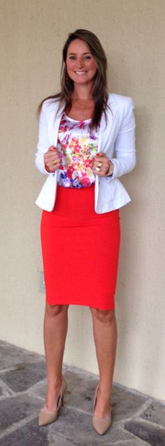 Look de trabalho - saia lápis - saia laranja - laranja e floral - Blazer branco