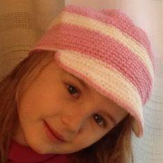 cappello all'uncinetto per bimba - crochet hat for girls handmade with love valeria buccheri