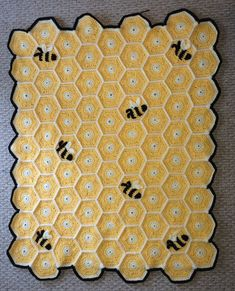Honeycomb Bumble Bee Blanket - no Crochet Bee, Crochet Quilt, Crochet Gifts, Crochet Blanket Patterns, Baby Blanket Crochet, Free Crochet, Scarf Patterns, Knitting Patterns, Yarn Projects