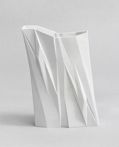Bartek Mejor works as a designer, specializing in contemporary porcelain design. Slab Pottery, Pottery Vase, Ceramic Pottery, Decorative Screens, Vase Centerpieces, White Vases, Contemporary Ceramics, Paper Clay, Ceramic Vase