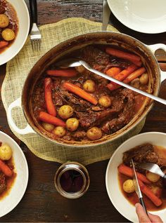 Italian-Style Braised Beef -- This can be cooked in a slow cooker or dutch oven Slow Cooker Recipes, Beef Recipes, Cooking Recipes, Cooking Chef, Cooking Ideas, Yummy Recipes, Braised Beef Slow Cooker, Ricardo Recipe, Confort Food