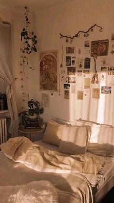 Teen Room Decor, Room Ideas Bedroom, Small Room Bedroom, Bedroom Decor, Wall Decor, Best Decor, Minimalist Room, Vintage Room, Aesthetic Room Decor