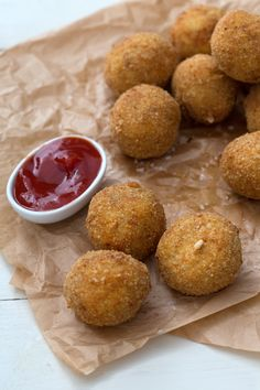 Polpette di pollo: un modo semplice e gustoso per utilizzare il pollo avanzato. [Chicken meatballs] Cake Ingredients, Fish Recipes, Whole Food Recipes, Cooking Recipes, I Love Food, A Food, Food And Drink, Italian Chicken Recipes, Italian Recipes