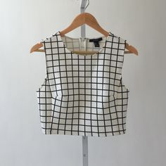 3X HP🎊 NWT Forever 21 White & Black crop Forever 21 White and Black Square pattern crop top neoprene fabric NEW WITH TAGS nwt Forever 21 Tops Crop Tops