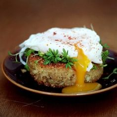 Quinoa cakes with poached eggs and sprouts {recipe}