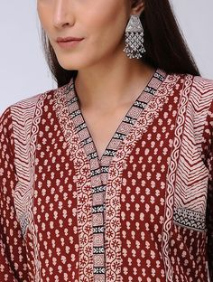 Red Bagh Printed Paneled Cotton Kurta Salwar Designs, Blouse Designs, Jaipuri Suits, Couture Embroidery, Embroidery Stitches, Hand Embroidery, Angrakha Style, Fancy Kurti, Kurta Neck Design