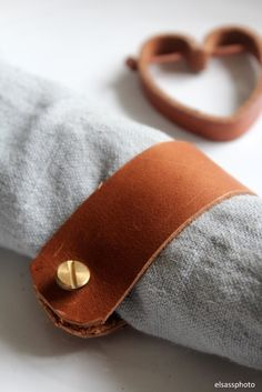 elsass: DIY: LEATHER NAPKIN RINGS