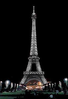 Sparkling Eiffel Tower, Joyeux Noel from www.nuitblanchetours.com