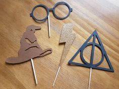 Harry Potter cupcake toppers,Wizarding world cupcake toppers, lightning bolt cupcake toppers, Harry Potter party, first birthday,baby shower by BringYourOwnCake on Etsy https://www.etsy.com/listing/504480703/harry-potter-cupcake-topperswizarding