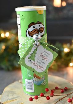 Looking for a fun and simple Christmas gift idea for your friends and neighbors? This funny Christmas gift idea with Pringles is just what you need!