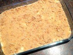Dubbele lekkerte 1 pakkie tenniskoekies (hou 3 eenkant vir krummel) 1 x pak cremora poeier 1 blik fyngemaakte pynappels 1 kop kookwater 1 pakkie suurlemoen of pynappel jellie ~ aangemaak met h… Crepe Recipes, Tart Recipes, Sweet Recipes, Cookie Recipes, Dessert Recipes, Keto Recipes, Kos, Butter Biscuits Recipe, South African Recipes