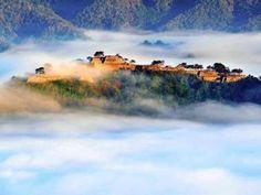 雲海に浮かぶ竹田城跡(16日午前6時33分、兵庫県朝来市で)=菊政哲也撮影