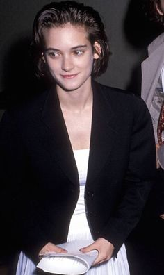 Winona Ryder at The Annual IFP/West Independent Spirit Awards, 1989 - All For Bob Hair Trending Winona Ryder 90s, Johnny And Winona, Pretty People, Beautiful People, Winona Forever, Girl Inspiration, 80s Fashion, Girl Photos, Bob Hairstyles
