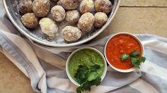 Poteter med dipp er vanlig å få servert som tapas i Spania. Richard Nystad har laget mojo rojo med paprika og chili og mojo verde med paprika og koriander.