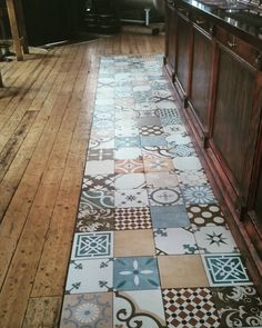 Mixed patterns in a pub in #brighton.  #tiles #tiling #construcction #construcctionworks #tilesamples #refurb #refurbished #interiordesing #interior #interior_desing #renovation #renovations #floor #flooring #tilingwork #pic #pictures #pictureoftheday #tileaddiction #tileaddict #vintagetiles #tiletheworld #flooringinstalation #brighton #hove #uk #thehareandhounds by uncommontiling