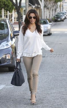White v-neck sweater / Beige skinny pants / Strappy heels - Eva Longoria
