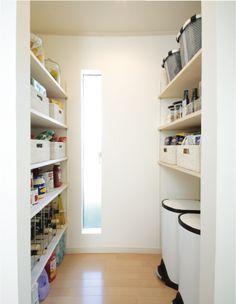 パントリー Kitchen Pantry, Kitchen Storage, Storage Spaces, Baby Room Storage, Closet Storage, Baby Room Colors, Natural Interior, House Rooms, Trendy Baby