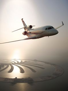 Dassault Falcon Private Luxury Business Jet over Dubai. Jets Privés De Luxe, Luxury Jets, Luxury Private Jets, Private Plane, Dubai, Marcel Dassault, Avion Jet, Dassault Falcon 7x, Jet Privé