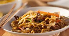 Recette de Nouilles thaïes au poulet et cacahuètes. Facile et rapide à réaliser, goûteuse et diététique. Ingrédients, préparation et recettes associées.