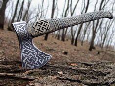 Amazing viking style axe! http://hammer-ov-thor.tumblr.com/