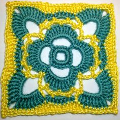 dag 12 free pattern I AM...CRAFTY!: Hooked on Granny Squares