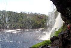 Salto Sapo - passagem por trás - Canaima - Venezuela - Viagem com Sabor