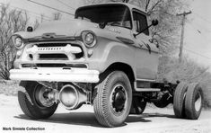 1957 Chevrolet 4100 Chassis Cab by Howe-Coleman Gm Trucks, Cool Trucks, Pickup Trucks, Diesel Trucks, Lifted Trucks, Vintage Tractors, Vintage Trucks, Chevrolet 4x4, Chevy 4x4