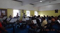 Ensayo del coro de la UPAO con parte de la orquesta sinfónica de Trujillo. Jueves 2 de abril 2015. Musical, Conference Room, Thursday, Orchestra, Concert, Essayist, Greek Chorus, Parts Of The Mass, Meeting Rooms