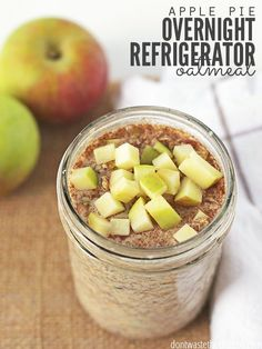 Apple Pie Overnight Refrigerator Oatmeal - healthy breakfast that requires no cooking and tastes like apple pie. Make it the night before for fast breakfast