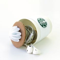 How to make Starbucks diy earphone cable holder, this diy tutorial shows how. this diy earphone pouch is a great gift idea for valentines.
