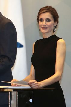 """Foro Hispanico de Opiniones sobre la Realeza:  SS.MM. los Reyes Entrega de becas de """"la Caixa"""" Fundación """"la Caixa"""". Barcelona, 10.04.2015"""