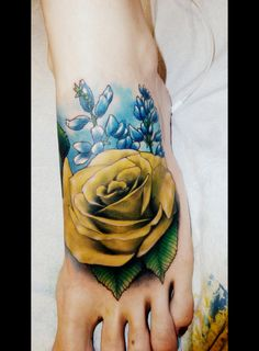 Nicholas Beuthien, Super Genius Tattoo, Seattle WA, color tattoo, yellow rose and bluebonnets