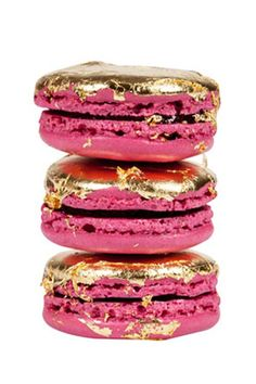 These La Tentation de Nina macaroons by Ladurée add a luxe touch to any wedding.