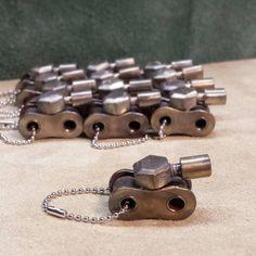 Army Tank Keychain Welded Steel, handmade from recycled .- Army Tank Keychain Welded Steel, handgefertigt aus wiederverwendeter Hardware Army Tank Keychain Welded Steel, handmade from reused hardware, - aus metall