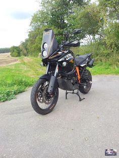 Ktm 950, Moto Enduro, Ktm Adventure, Street Tracker, Riding Gear, Bike Trails, Cool Bikes, Cars And Motorcycles, Motorbikes