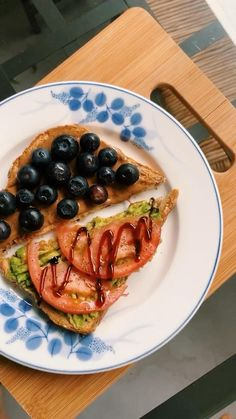 Blueberry/Almond butter && Avocado/Tomato toast @wonrachel Vegetarian Breakfast, Vegan Breakfast Recipes, Breakfast Toast, Vegan Dishes, Almond Butter, Avocado Toast, Blueberry, Photo And Video, Berry