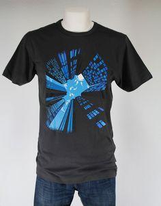 CAMISETA TIBURONES EN EL CIELO.Gran variedad de camisetas exclusivas, de diferentes temáticas y gran calidad. 100% algodón. ¡ Encuentra la tuya !