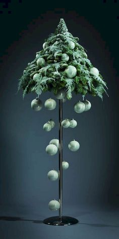 Cool 50 Stunning Modern Christmas Tree Decorations Ideas https://livingmarch.com/50-stunning-modern-christmas-tree-decorations/