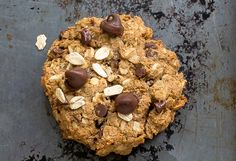 Recette facile de biscuits déjeuner à l'avoine et pépites de chocolat! Desserts With Biscuits, No Cook Desserts, Cookie Desserts, Healthy Desserts, Cookie Recipes, Biscuit Cookies, Biscuit Recipe, Healthy Biscuits, Tasty