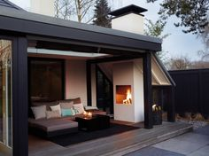 That's a dream veranda with fireplace and lounge seating area to relax. No … - Wintergarten anbau Patio Pergola, Cheap Pergola, Lounge Seating, Patio Roof, Backyard Patio, Pergola Kits, Pergola Ideas, Porch Ideas, Backyard Ideas