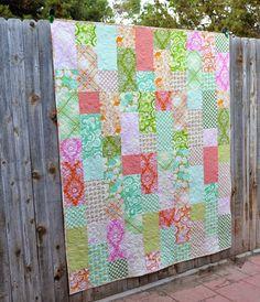 Happy Quilting: Fat Quarter Fizz!!  Free pattern at the http://www.fatquartershop.blogspot.com/